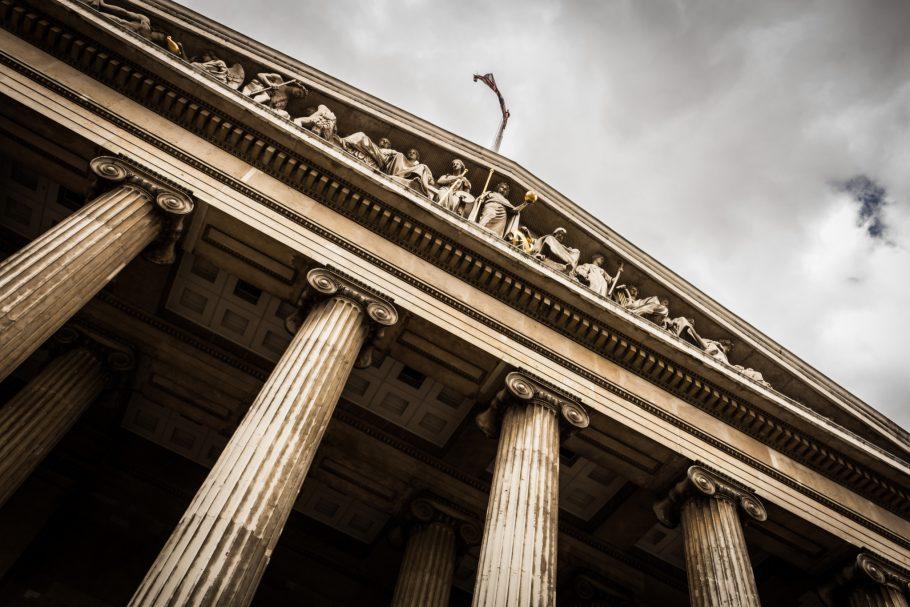 Sprawy spadkowe - w sądzie, czy u notariusza?